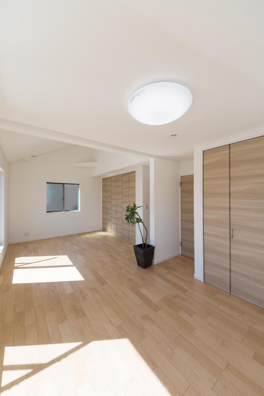 2階洋室/ライフスタイルの変化に合わせて将来的に壁を設けて仕切れます。