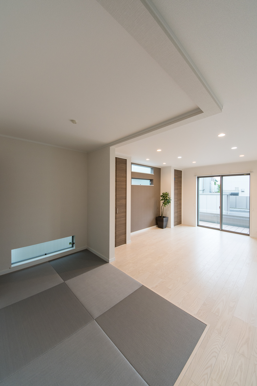 グレーの畳を市松敷きに。モダンな印象に仕上がった1階畳敷きスペース。