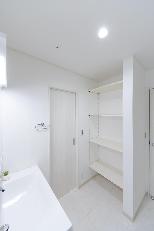 サニタリールームとキッチンの間にもドアを設け、家事動線の良い2Wayの間取りになりました。