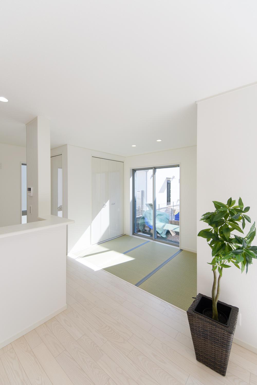 日常にちょっとしたアクセント、畳コーナーを設えました。さわやかなグリーンが映えるオシャレな空間になりました。