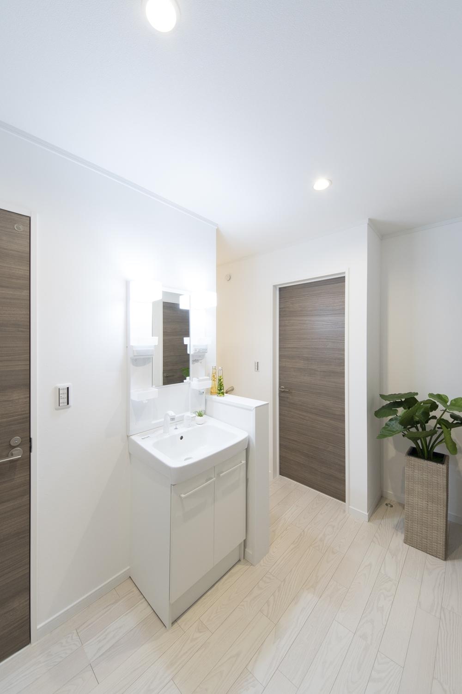 あると便利な2階ホールのセカンド洗面。