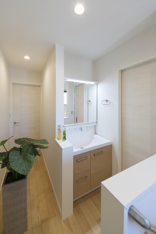 あると便利な2階のセカンド洗面。あわただしい朝でも家族と被らず身支度がスムーズに!
