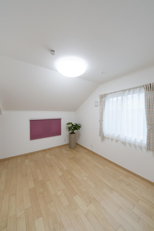 2F納戸(子世帯)/居室として十分使える6.37帖の広さ