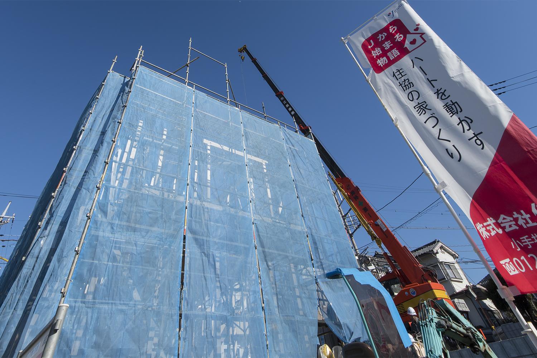 上棟(木造建築で柱や梁などを組み立てて、屋根の一番上の部材である棟木を取り付ける工程) [2018/1/13]