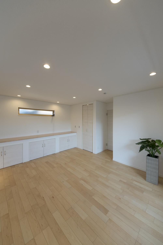 2階洋室/収納付カウンターとウォークインクローゼットを設えた、いつでもスッキリ収納が楽しくなるお部屋♪