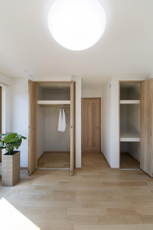 2階洋室/木のやさしい風合いを感じるフローリングが、穏やかで心地の良い空間を演出。