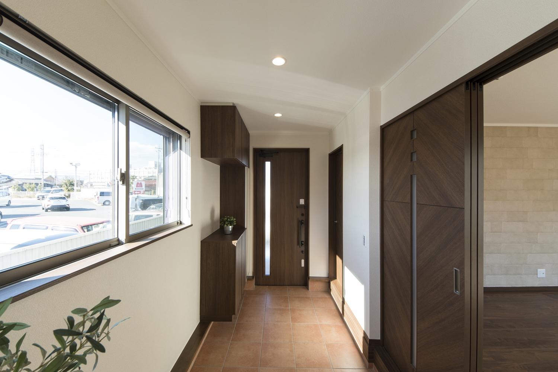 広い玄関土間/大型のワンちゃん達とお散歩する時に、ワンちゃんをケアしやすい安心の広さです。