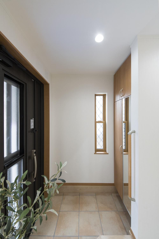 明るくナチュラルな雰囲気の玄関。気持ち良くお客様をお迎えできます。