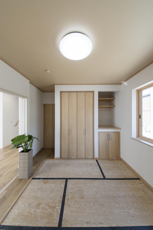 1F畳敷き洋室(写真は畳設置前)/和の伝統、どこかノスタルジックで心と体を安らげてくれる場所。