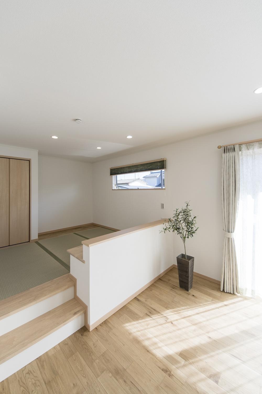 小上がりになった畳スペースを設えて、「和風×モダン」の居心地の良いリビングになりました。