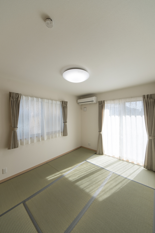 1階畳敷き洋室/畳のさわやかなグリーンが空間をります。