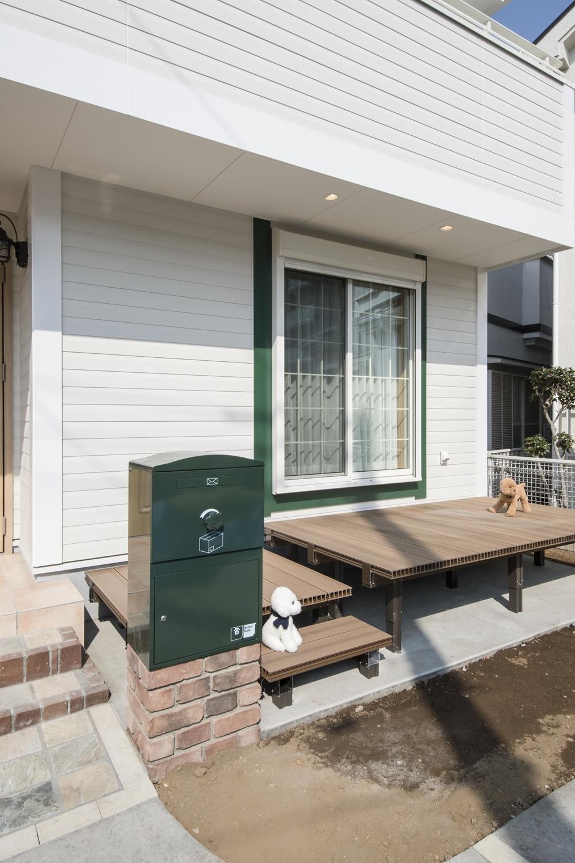 宅配BOX/窓モールと同じグリーン色のオシャレなデザインです。