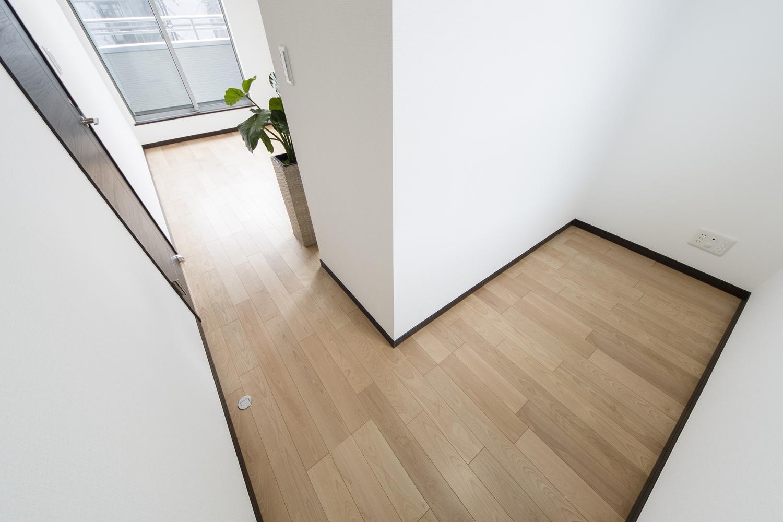 2階洋室/お部屋の一角に、書斎としても使えるフリースペースを設けました。