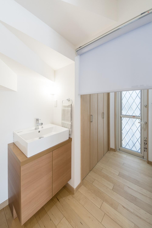1F手洗い/スタイリッシュでおしゃれなデザインです。浴室や洗面室、洗濯機は2階にある為、気兼ねなくお客様を通せます。