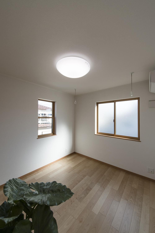 2階洋室/2面採光がもたらす豊かな光と風が上質な空間を演出します。