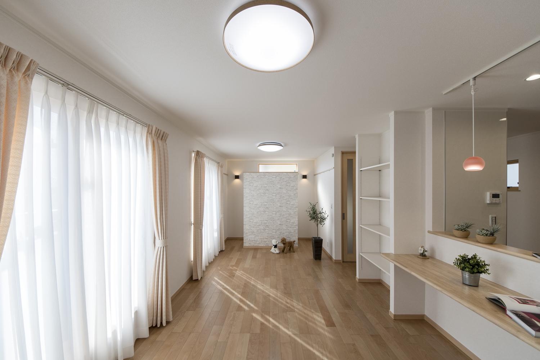 2階にリビングをプランニングした、光あふれる明るい空間。
