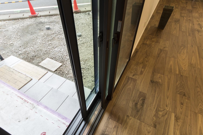 窓を二重にして気密性を高めることで、防音効果や断熱効果を高めました。
