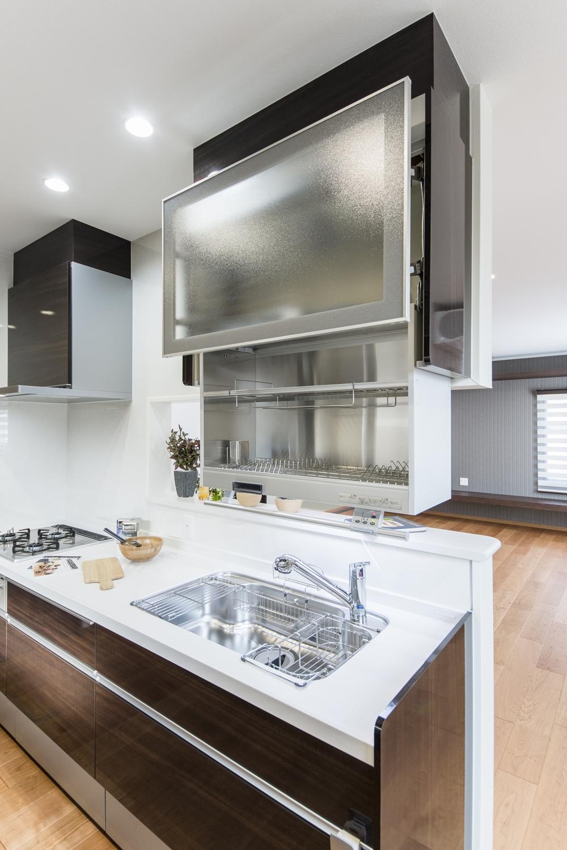 2Fキッチン(子世帯)/スイッチ操作で棚が自動的に昇降する、食器乾燥庫を設置しました。ごちゃごちゃ見える水切りかごを無くすことができ、キッチンがスッキリ見えます♪