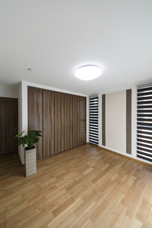 1F洋室(親世帯)/収納たっぷり大きなクローゼットを設えました。