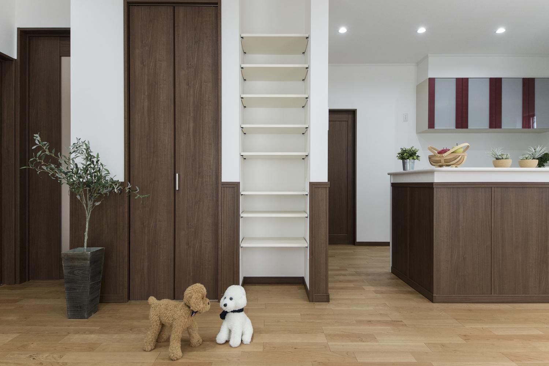 LDKは2箇所から出入り可能で、家の中をぐるっと回れる回遊動線を取入れた間取りです。