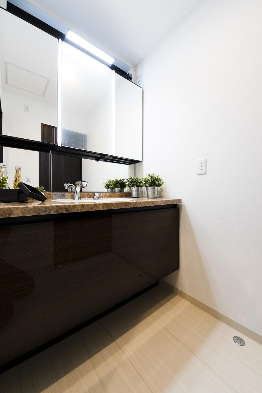 洗面室/洗面台が独立している為、来客時にも手を洗ってもらうのに案内しやすいです。