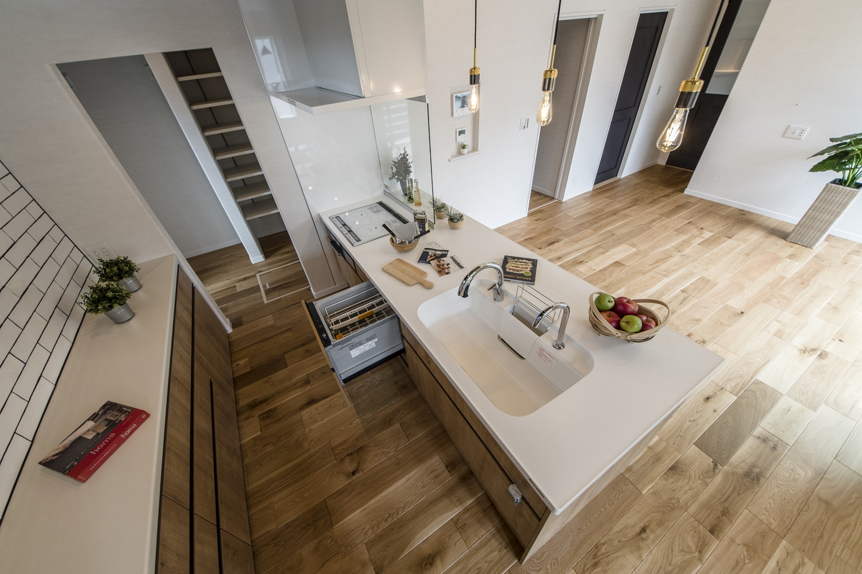 眺望や家族との会話も楽しめる開放感が心地よいキッチン♪すっきりシンプルなペニンシュラ型デザインです。