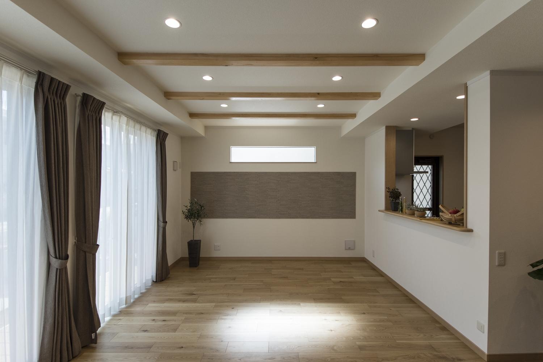 消臭・調湿効果のあるエコカラットタイルが上質で魅力的な空間を演出。