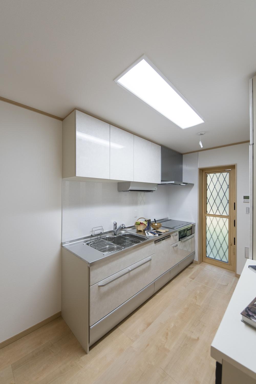 キッチン/来客などの人目を気にせずに調理ができる独立形タイプ。調理に伴う煙や臭いが他のお部屋に付きにくく料理に集中できます♪