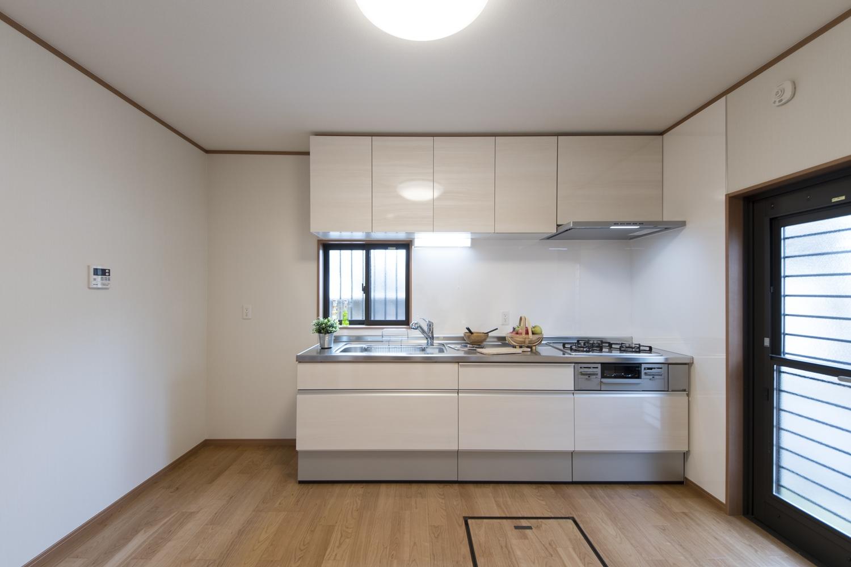 大きくて機能的で清潔感のあるキッチンに生まれ変わりました。