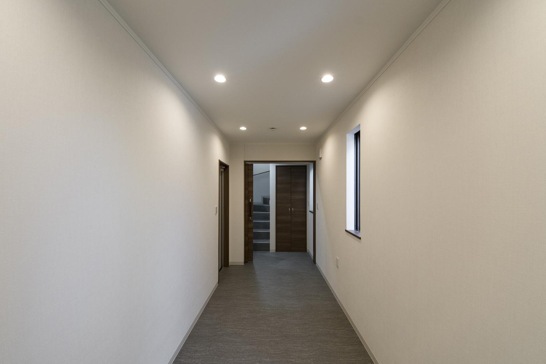 相談室/ダインライトや木目調の建具を施したナチュラルで落ち着いた空間。