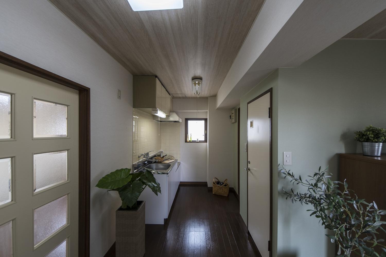 天井・壁のクロスを全て貼り換えて、お部屋の雰囲気をガラリとイメチェンしました。