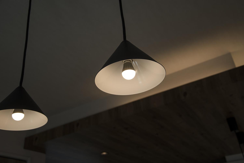 ペンダントライト/柔らかな光が、空間にあたたかみをプラスします。