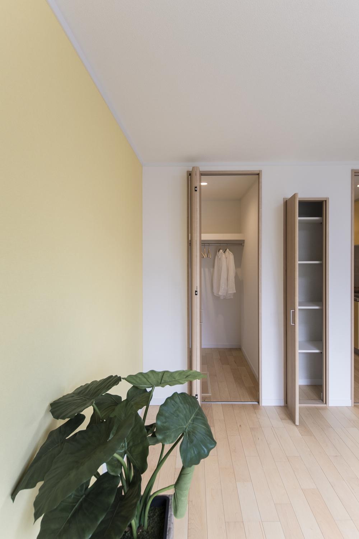 1.5帖のウォークインクロゼットを設えた収納豊富な洋室。