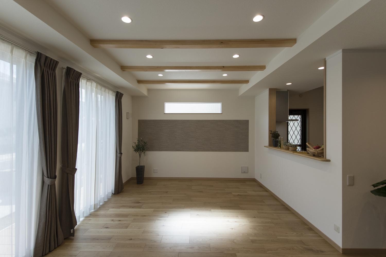 木の優しい風合いを感じる穏やかなデザインで、温かみのあるナチュラル&モダンな空間。