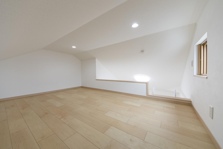 ロフト/収納はもちろん、就寝スペースとして利用したり、テーブルなどを置いて、書斎として利用もできる、大人も子供も嬉しい秘密基地のような空間♪