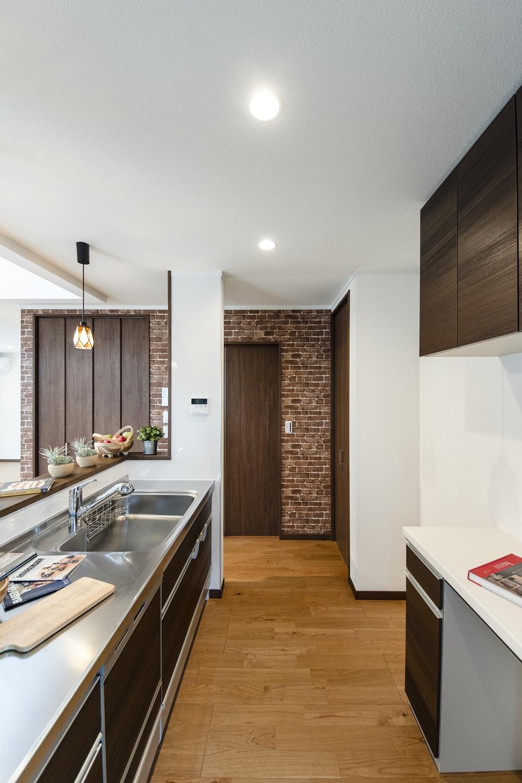 キッチンと洗面室の間にもドアを設け、家事動線の良い2Wayの間取りにしました。