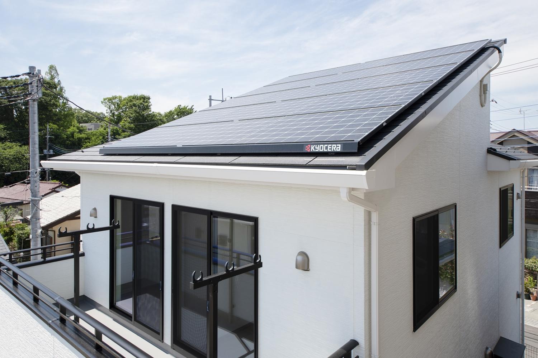埼玉県先端産業創造プロジェクトの研究を通して開発された「直膨式地中熱ヒートポンプ」という画期的なシステムを採用したクリーンエネルギー住宅。