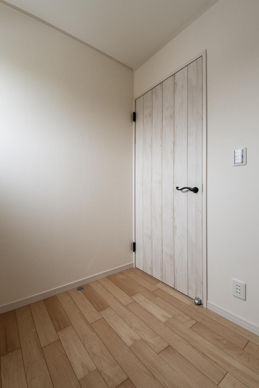 2階納戸スペース(2帖)。