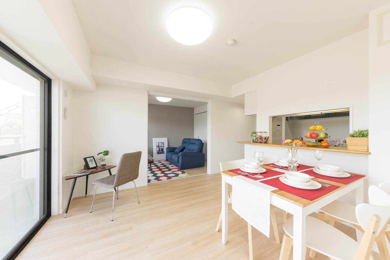 全室、床・クロスの張替え、建具・照明の交換を行い、清潔感のある、明るくナチュラルな印象のお部屋に生まれ変わりました。