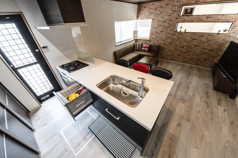 食器洗い乾燥機を施した、見た目も機能美も追及したキッチンです。