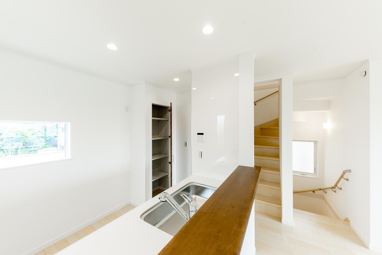2階キッチン/家族の距離が近くなる対面式。家族がいつもそばに居られる安心感が生まれます。