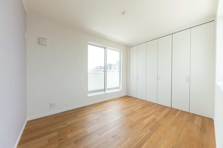 3階洋室/木の温もりを感じる、ナチュラルテイストな室内。