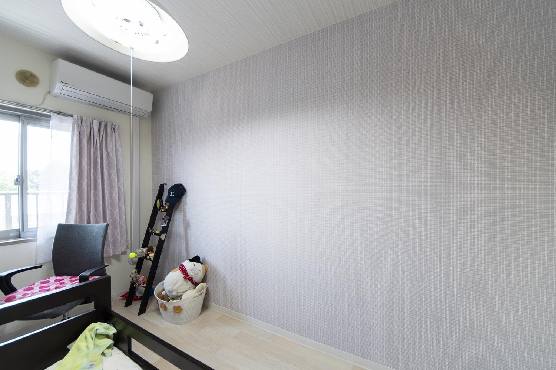洋室/天井・壁のクロス、床材の張替えを行いました。明るく清潔感のある、お部屋に生まれ変わりました。