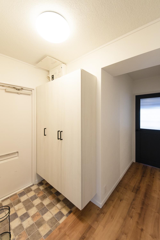 木の温もり感じる、明るくナチュラルテイストな玄関に大変身!大きいけどスッキリとして見える、シンプルなデザインのシューズBOXを設えました。