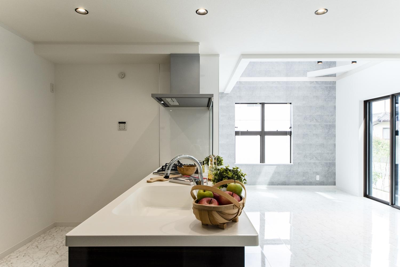眺望や家族との会話も楽しめる開放感が心地よいキッチン♪すっきりシンプルなデザインのペニンシュラ型です。
