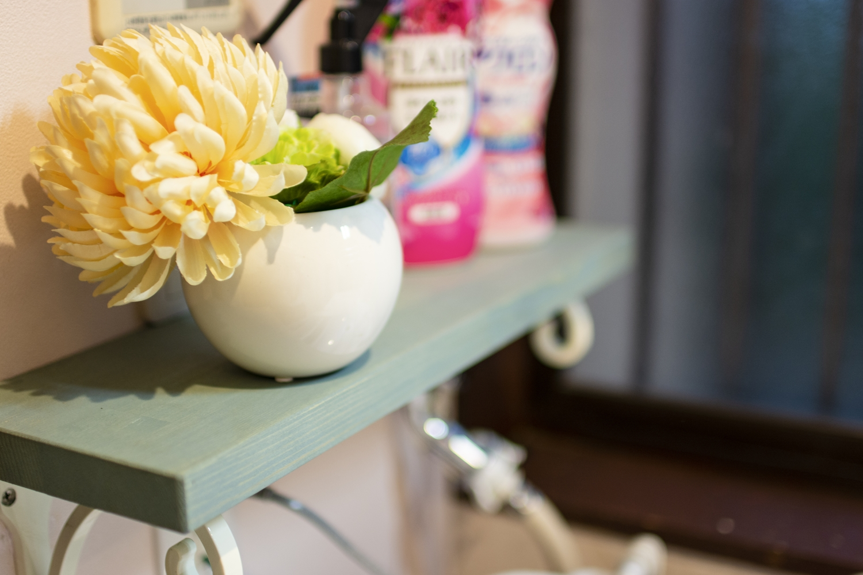 洗剤を置いたり、アイテムを飾ってインテリアとしても楽しめる、可愛らしくってオシャレなカウンターを設置しました。