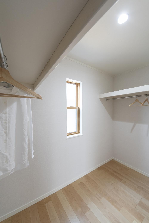 ウォークインクロゼットを設えた1階洋室。収納たっぷりでいつもすっきりした暮らしを実現できます。