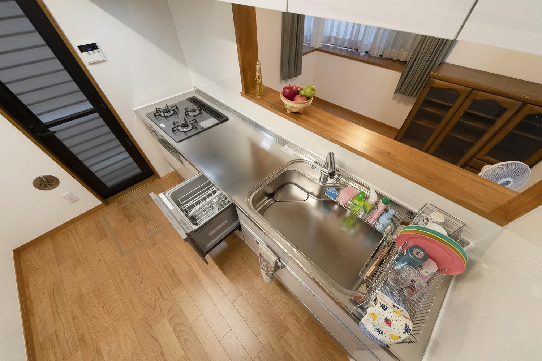 最新のキッチンは食器洗い乾燥機を装備し、ゆとりの時間が生まれます♪