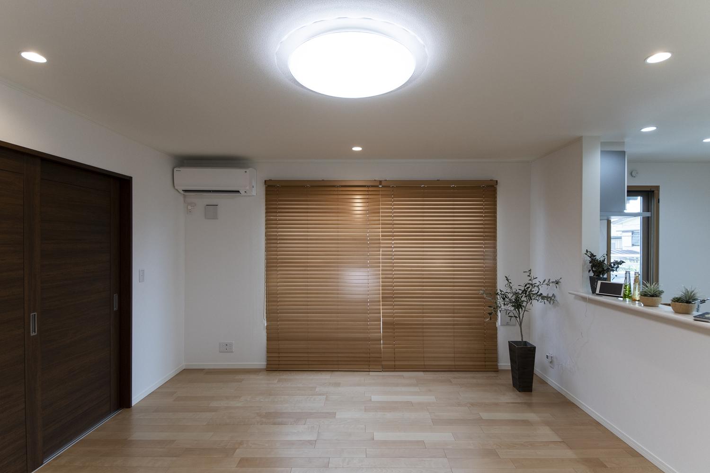 木のやさしい風合いを感じる建具やフローリングが、穏やかで心地の良い空間を演出します。