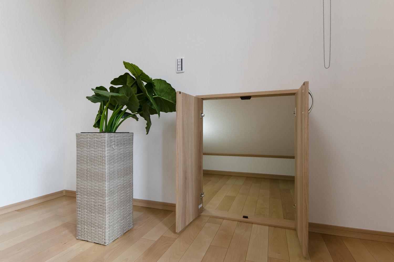 2階洋室/ウォークインクロゼットの他に、季節ものやご家族の大切な思い出が保管できる、スーパーコンテナも設えました。